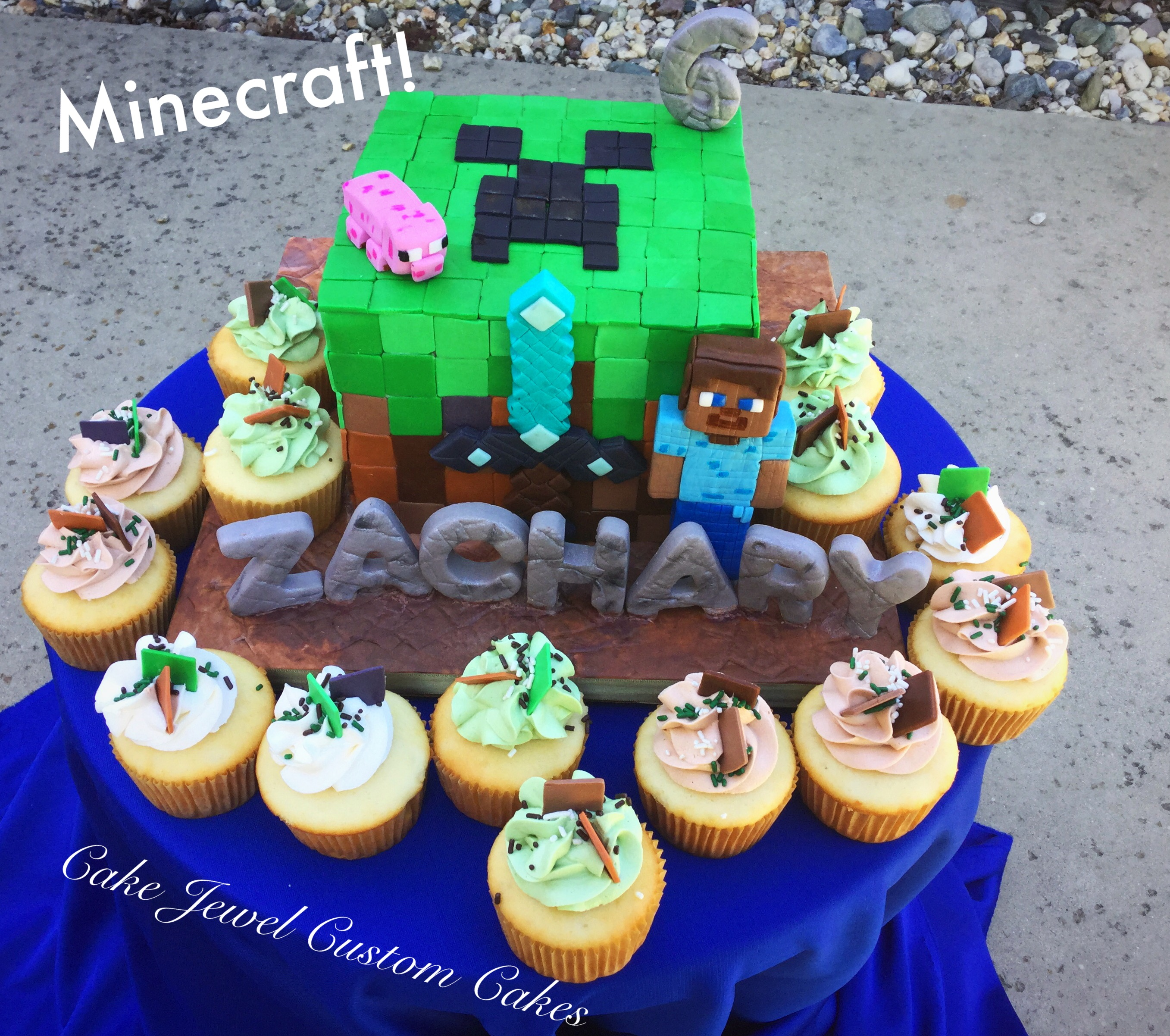 Minecraft cake with cupcakes