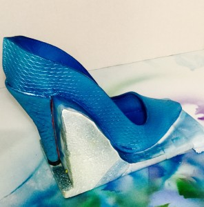 Preparing sugar shoe with a layer of blue food color by airbrushing