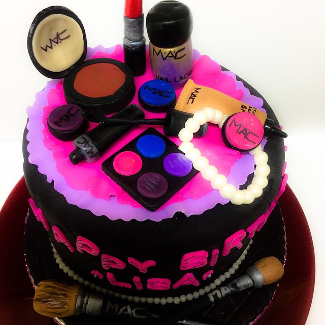 Cosmetic Cake and fondant Make-up